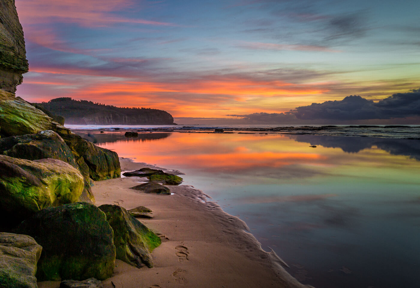 Sunrise photography at North Narrabeen Rockpool by Jenn Cooper