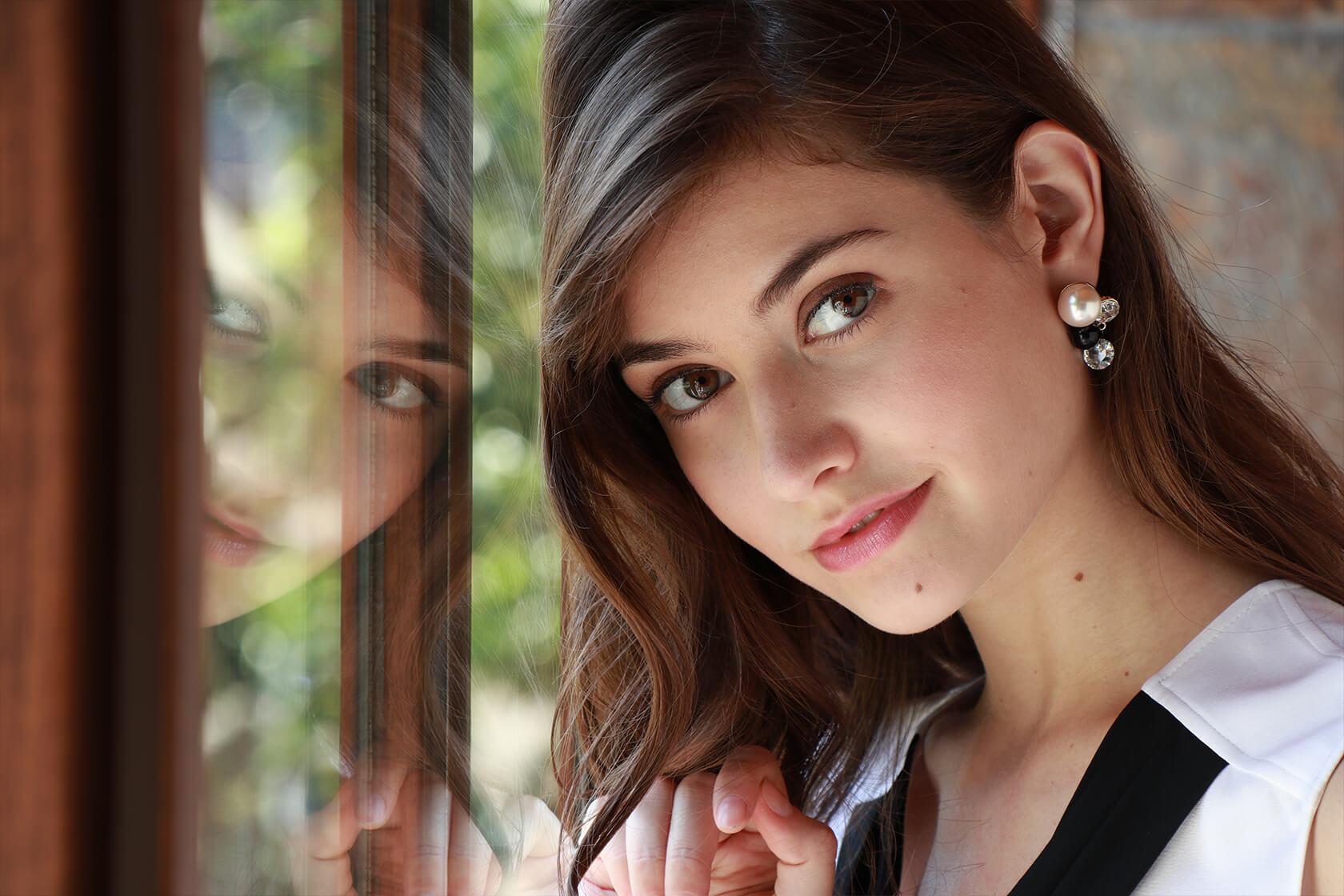 Ef M 18 150mm F 35 63 Is Stm Canon Australia Skun Female Medium 5 X 14 Mm Portrait Of A Young Woman