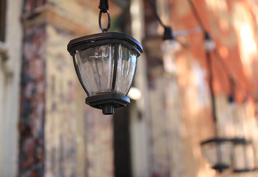Street lamp - sample photo taken by Canon EOS 6D Mark II