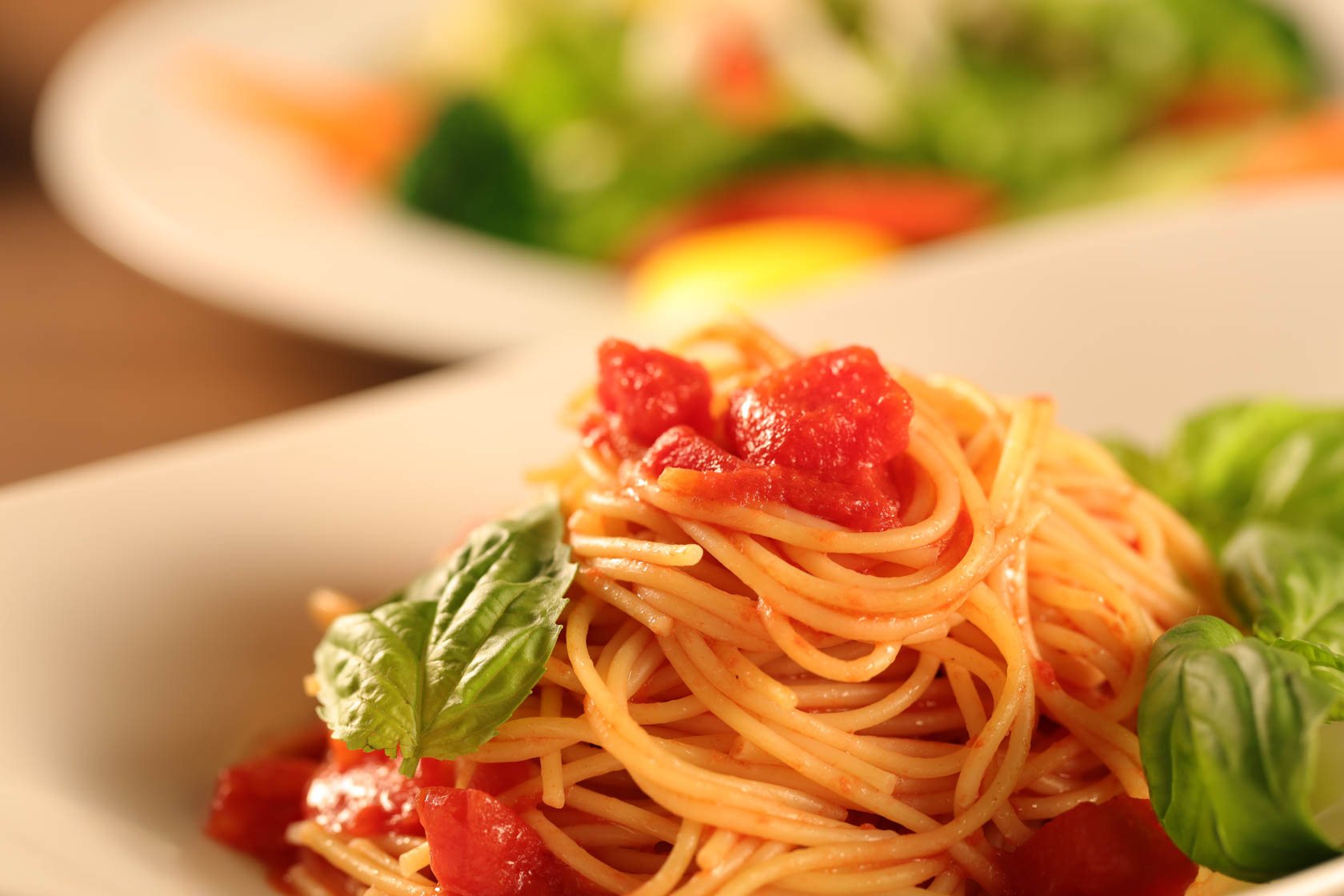 Spaghetti with tomato taken with Canon EOS 5DS DSLR camera
