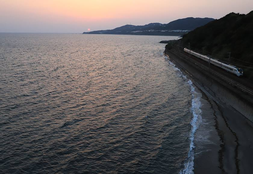 Express train traveling along coast line - sample photo by Canon EOS 6D Mark II