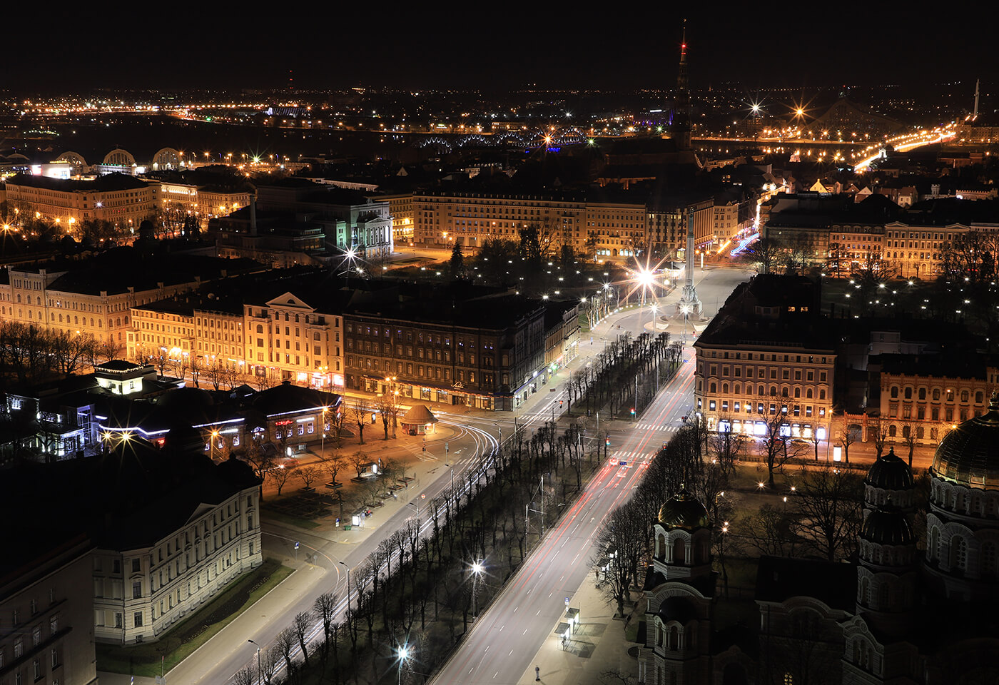 Low light image of a European city - sample photo by Canon EOS 6D Mark II
