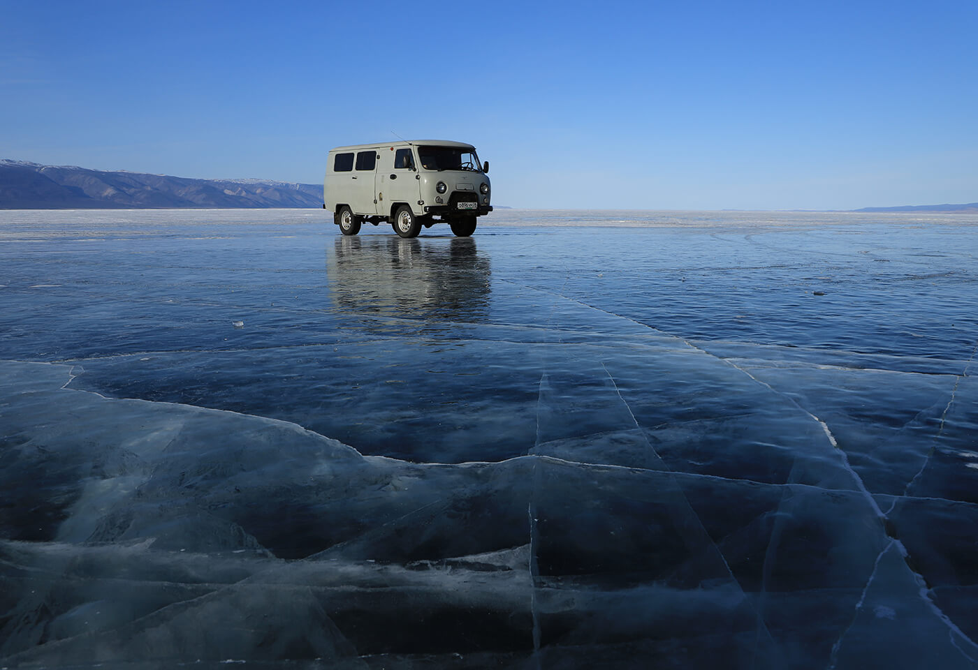 Utility van on ice glacier - sample photo by Canon EOS 6D Mark II