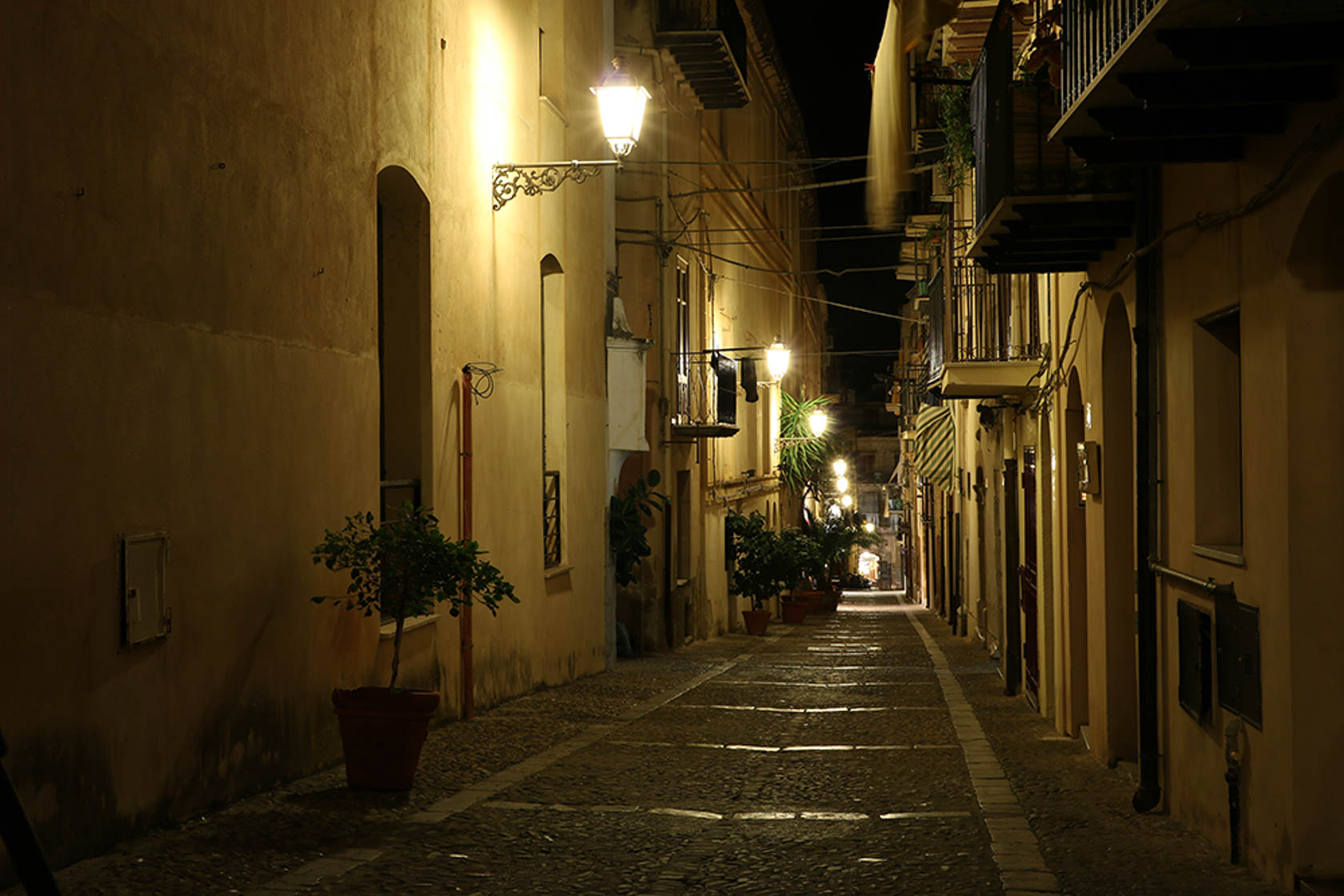 Street alleyway at night taken with the Canon EOS 750D digital SLR camera