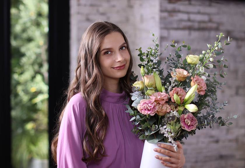 Image of model holding a bouquet taken with EOS 850D