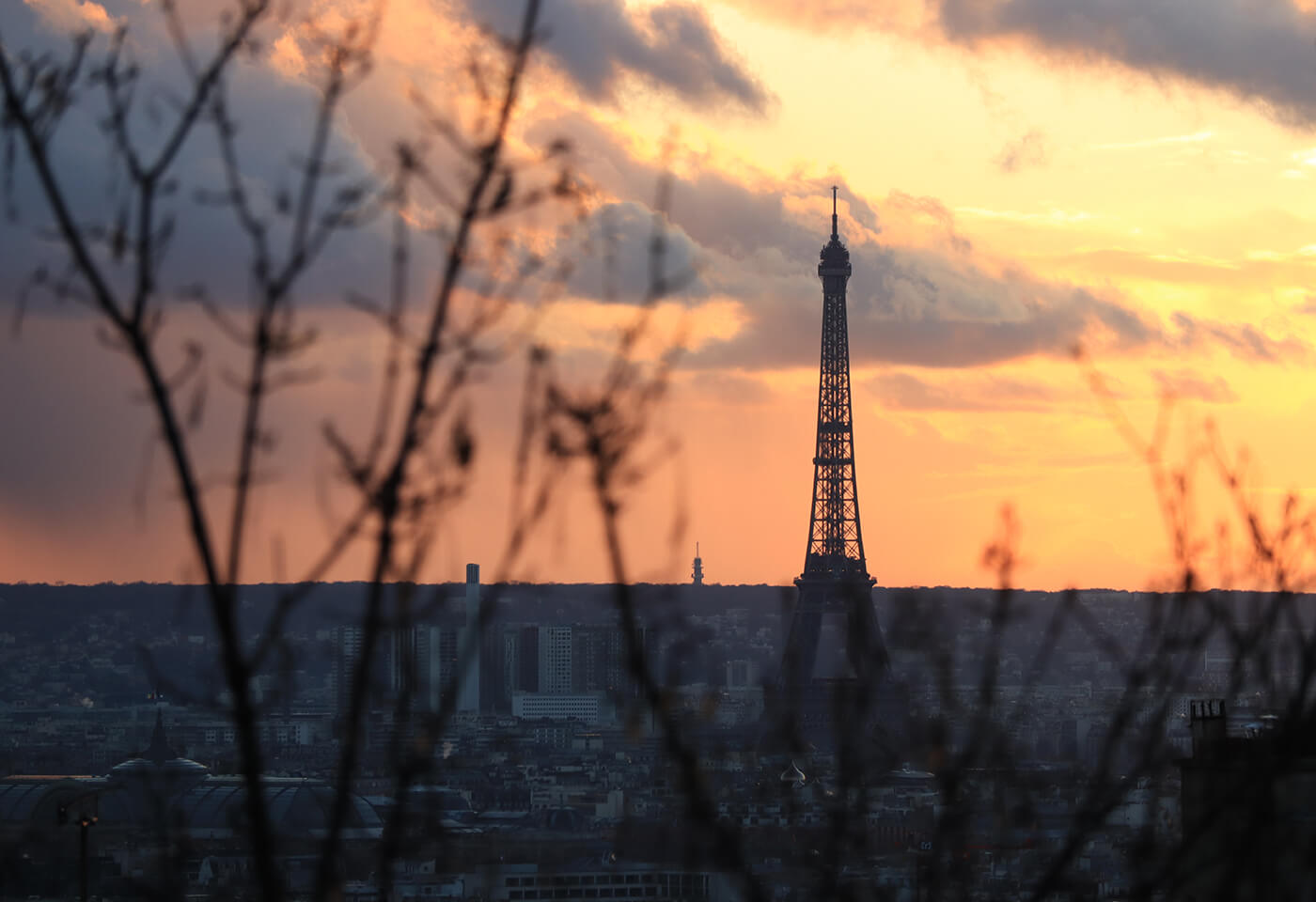 Landscape image of Eiffel Tower taken with EOS M50