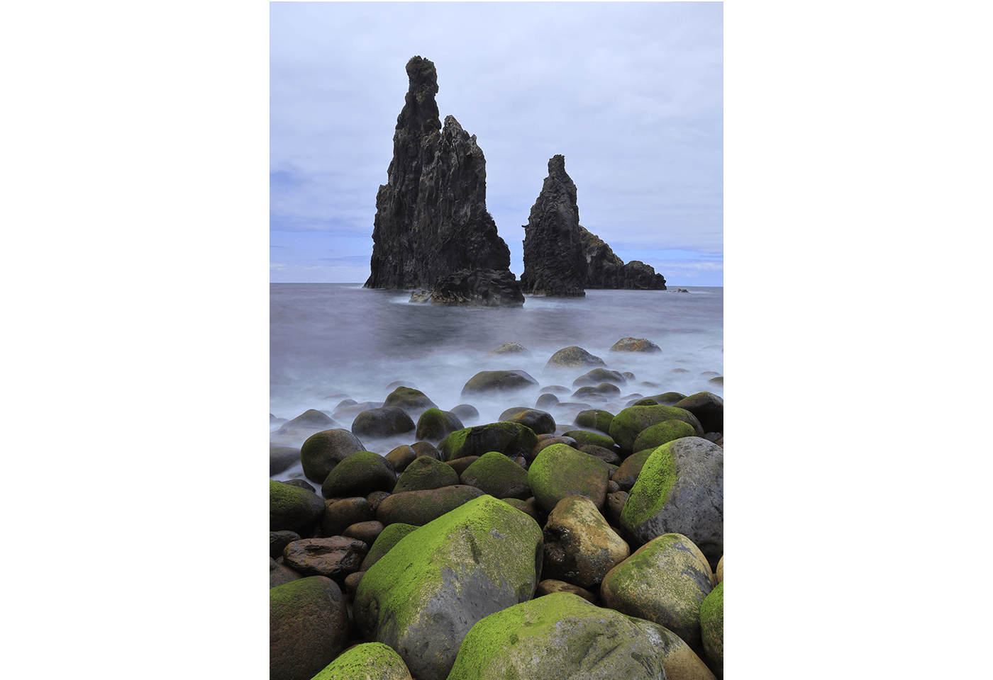 Photograph of rocks and ocean taken using Product image of Drop-in Filter Mount Adapter EF-EOS R and lens