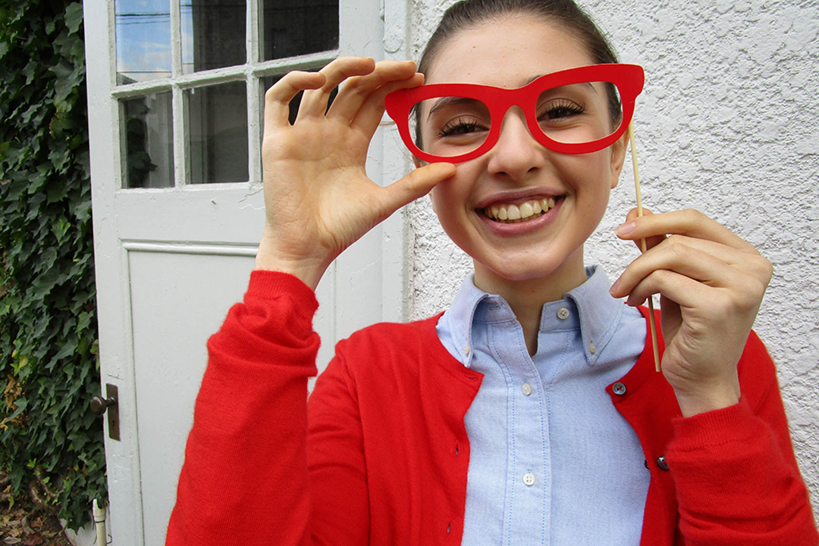 Image of a girl wearing big red glasses shot on the IXUS 180