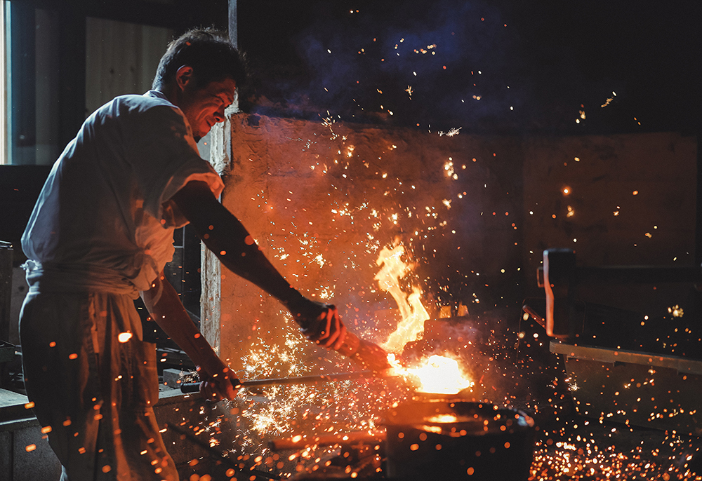 Image of a blacksmith taken on EOS R