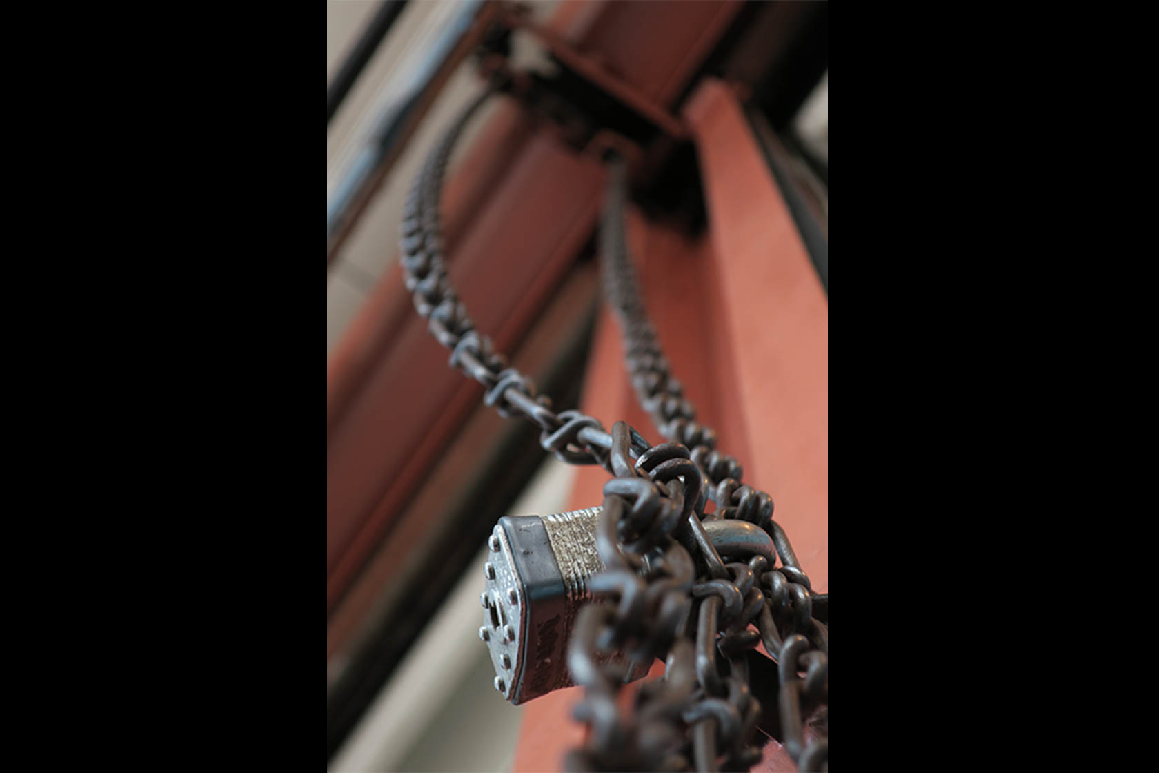 Padlock and chains shot on Canon PowerShot G9 X Digital Compact Camera
