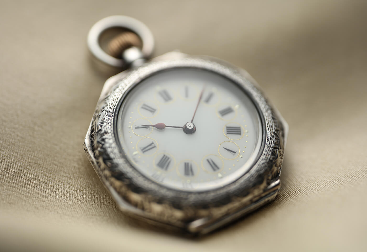 Pocket watch sample image taken with TS-E 50mm f/2.8L Macro Tilt Shift