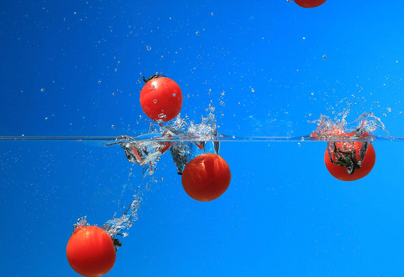 Bobbing tomatoes taken using Canon Speedlite 430EX III-RT flash