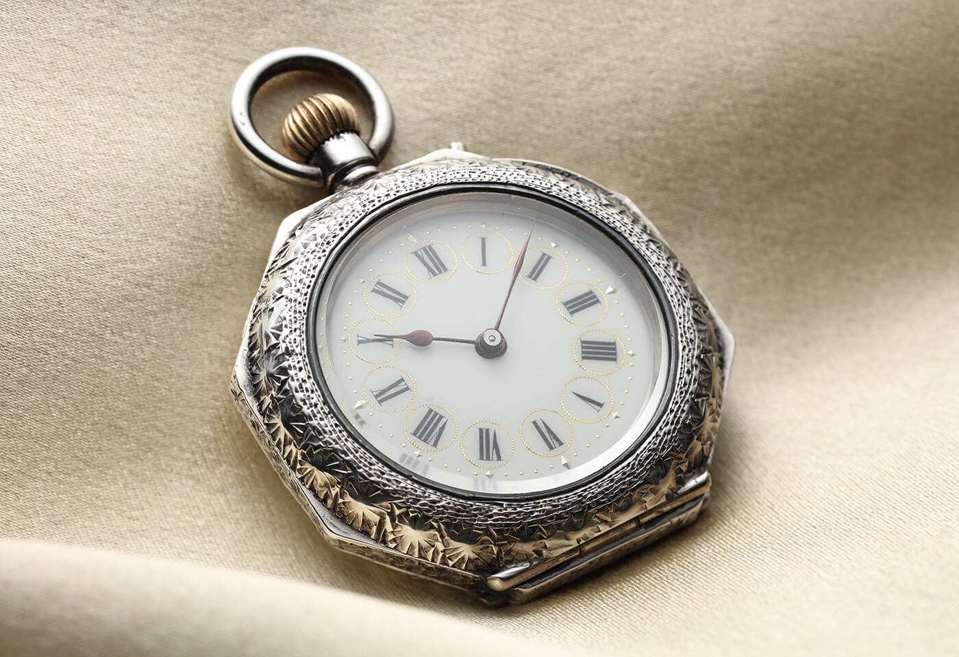 Pocket watch image taken with TSE 90mm f2 8L Macro