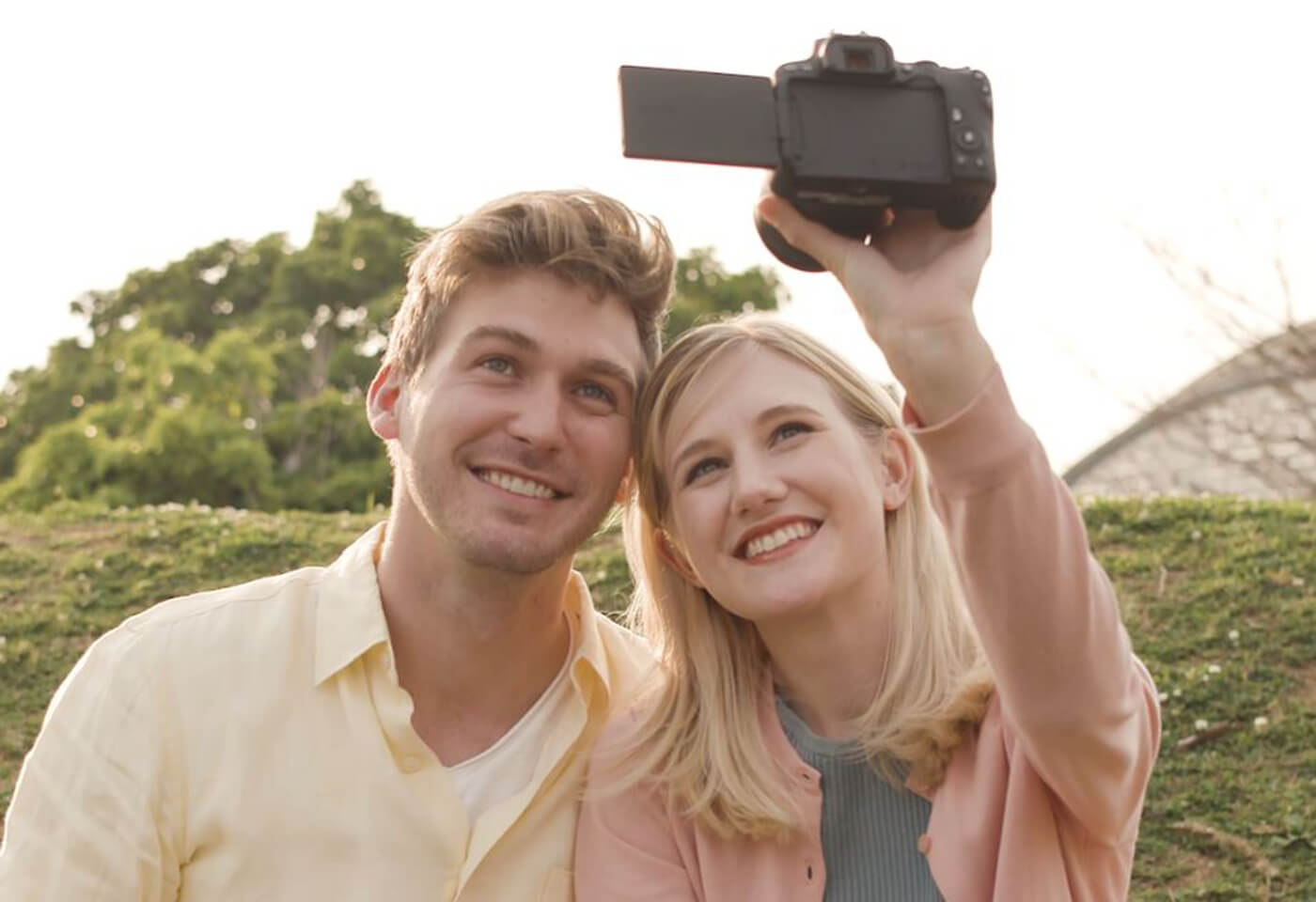 Image of couple taking a selfie with EOS 6D Mark II