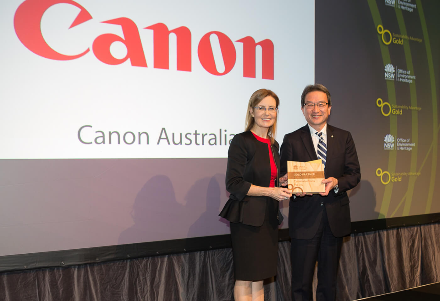 Yusuke Mizoguchi, Managing Director, Canon Oceania receives the Gold Partner Award in the Sustainability Advantage Program by the Office of Environment and Heritage NSW