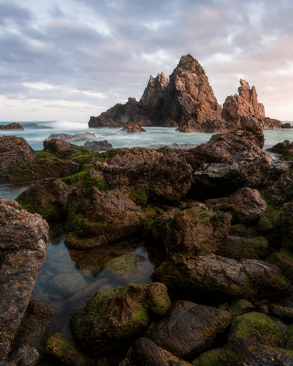 Image of rugged Australian coastlines by @omorfiphotography